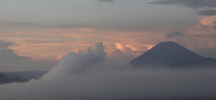 Świt nad wulkanem