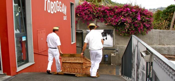 Na sankach po asfaltowych uliczkach Funchal