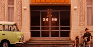 item0.rendition.slideshow.grand-budapest-hotel-set-01-hotel-exterior