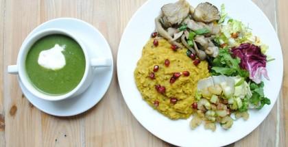 VEGA BAR lunch - hinduskie kitchari z boczniakiem i zupa z zielonych warzyw