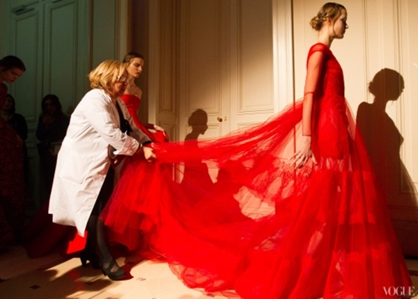 Valentino-HC-LZ2013-Red-behind-the-scenes-Vogue-Photographed-by-Kevin-Tachman