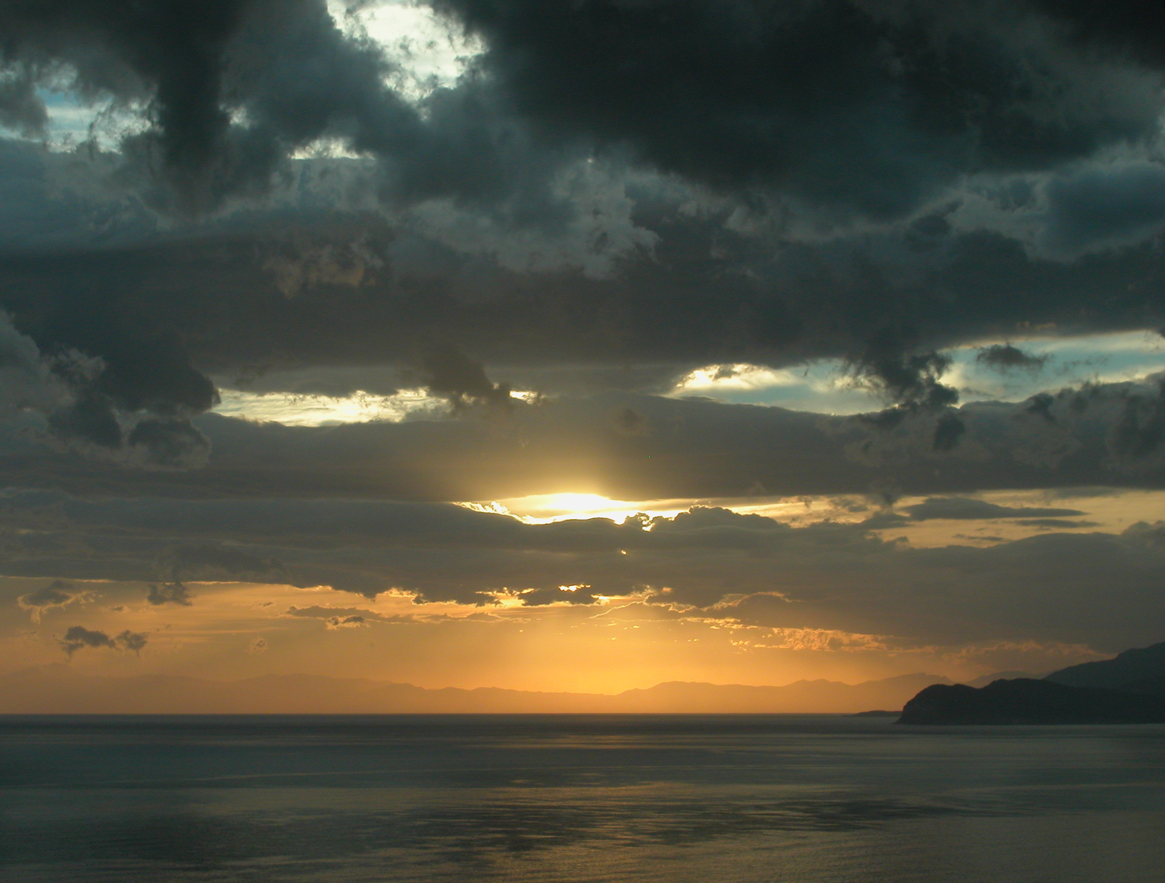 cloudy-sunset-over-the-italian-sea-elba-1394273