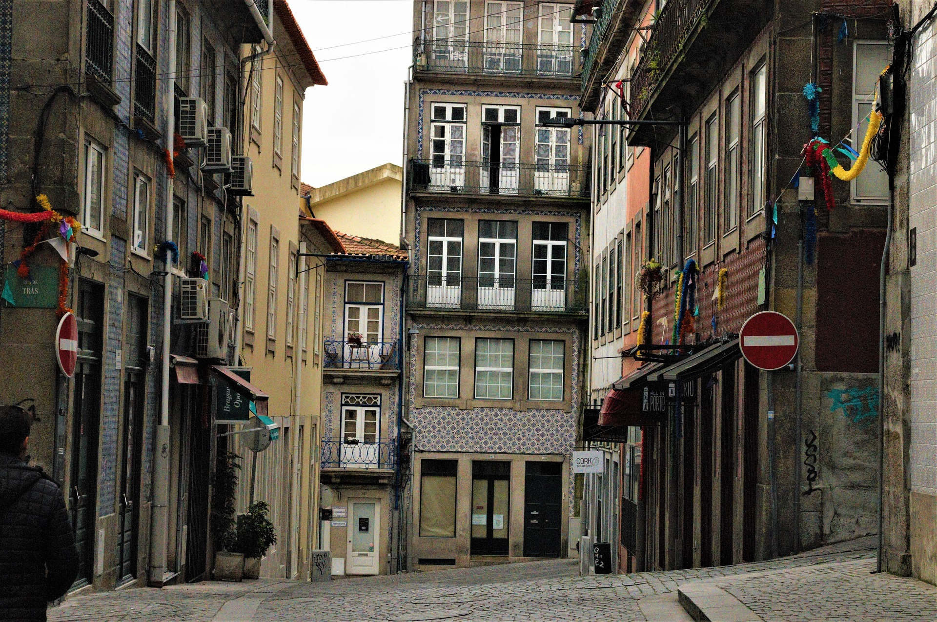 old-town-of-porto-3987507_1920