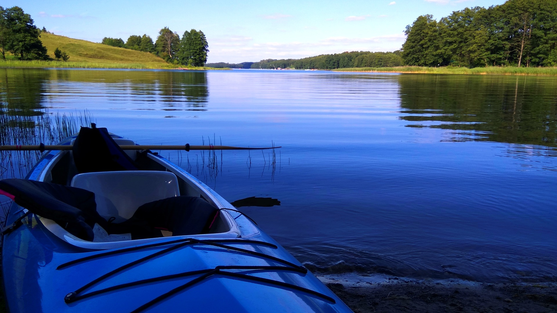 lake-3437696_1920